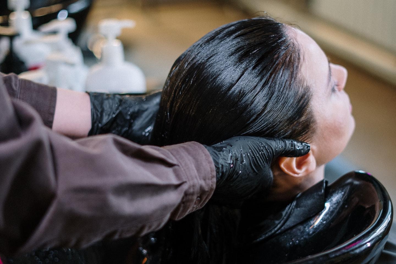 Bạn đã từng nghĩ đến việc da đầu cũng cần phải tẩy tế bào chết ?