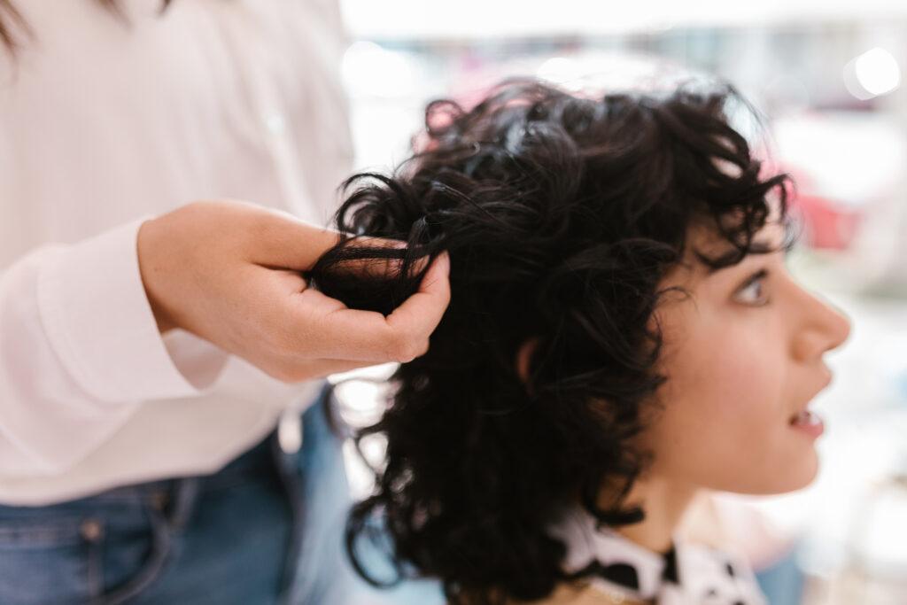 Hướng dẫn cách ngăn ngừa và điều trị mụn trên da đầu